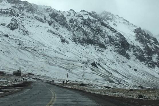 Paso abierto en alta montaña, con precaución por nieve.