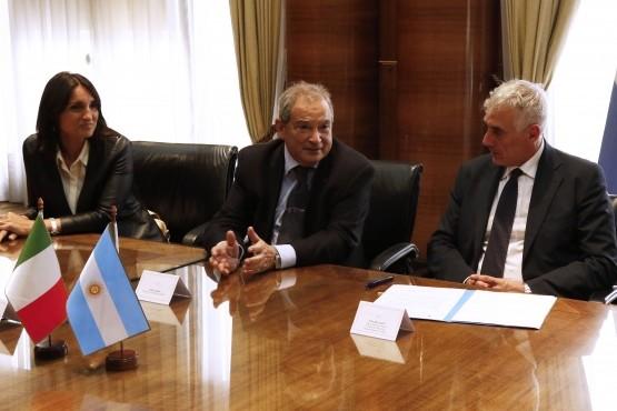 Argentina firmó con Italia financiamiento para fortalecer prestaciones de salud