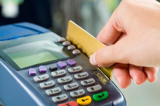 Pagos con tarjeta de débito: lo que debe considerarse antes y después de pagar