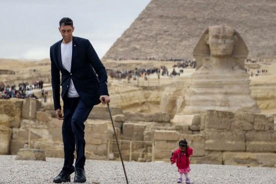 El hombre más alto del mundo conoció a la mujer más pequeña