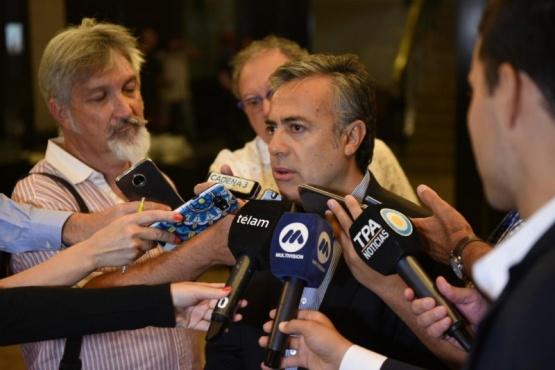 Cornejo en Buenos Aires criticó la marcha de Moyano