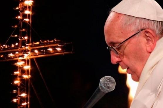 El Papa lava los pies a 12 presos y alienta a servir más a los odiosos y malvados
