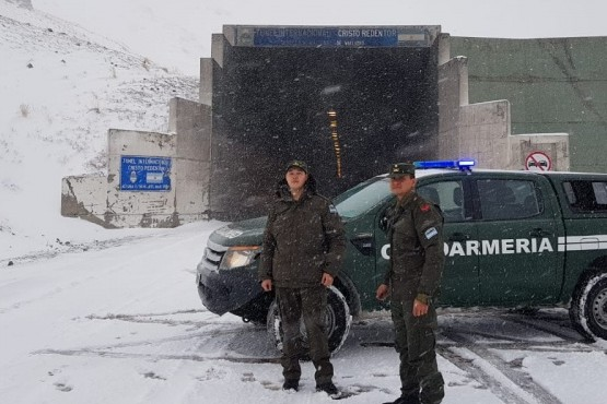 Nieve en Alta Montaña con túnel cerrado