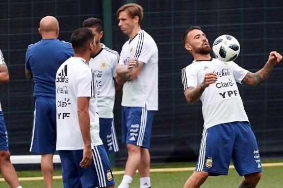Argentina hizo fútbol y ya se perfilan los once del debut
