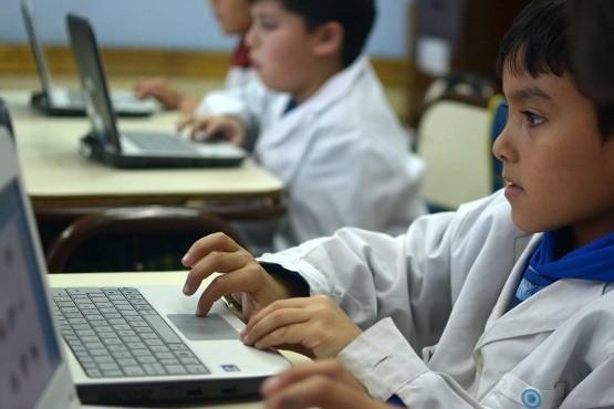 Apuntan a formar ocho millones de alumnos en programación y robótica