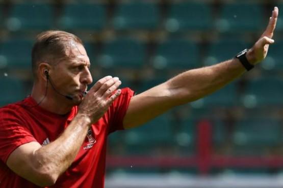 Néstor Pitana dirigirá el partido inaugural del Mundial