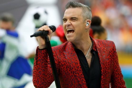 Robbie Williams, estrella en la austera y colorida ceremonia inaugural en Rusia