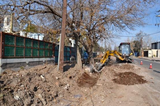 Impermeabilizan canal sobre calle Estrada