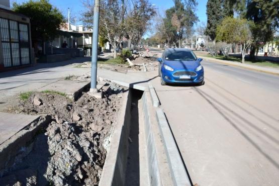 Nuevo drenajes en el Boulevard Dorrego