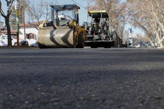 Aplican asfalto modificado en calle Pellegrini
