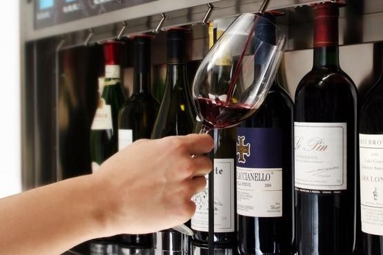 ¿Cómo funciona el servicio de vino por copa en EEUU?