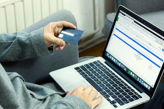 Como pagar la mitad comprando por Internet