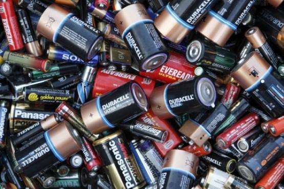 Proponen un plan de gestión ambiental de pilas y baterías