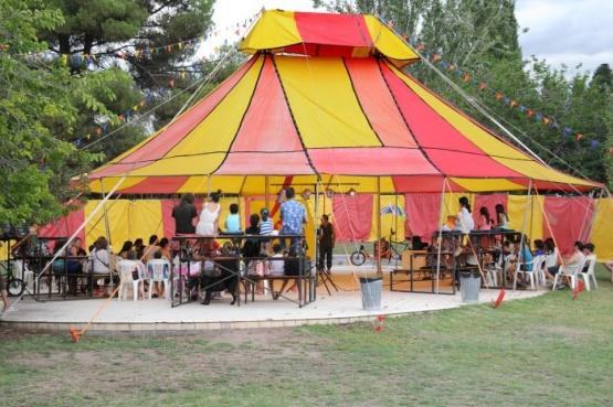Los chicos viven de cerca la historia del circo