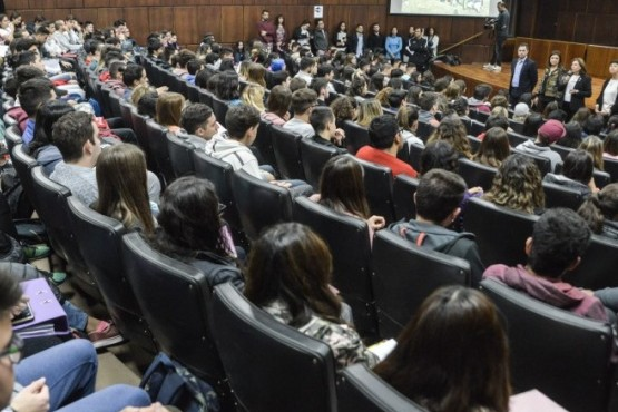 Más de seiscientos estudiantes sumarán la actividad física como materia