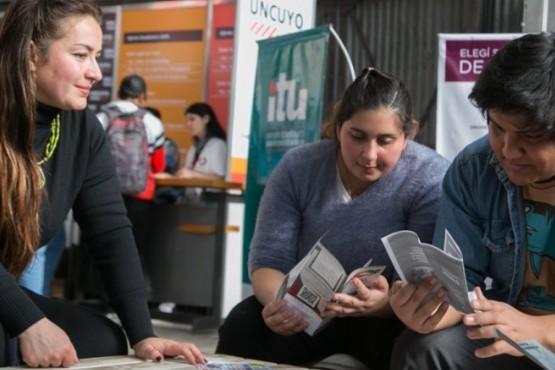 Expo Educativa: ¿Cómo acompañar a los hijos sin influir?