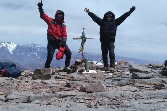 Dos efectivos policiales hicieron la primera cumbre del Aconcagua