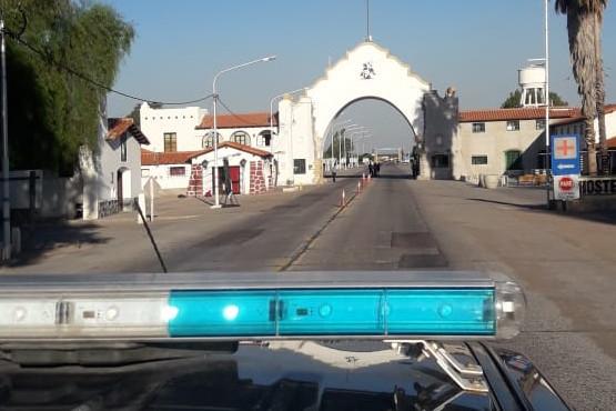 """Mendoza se suma al """"toque de sirena"""" de la Policía para que nadie circule en las calles."""