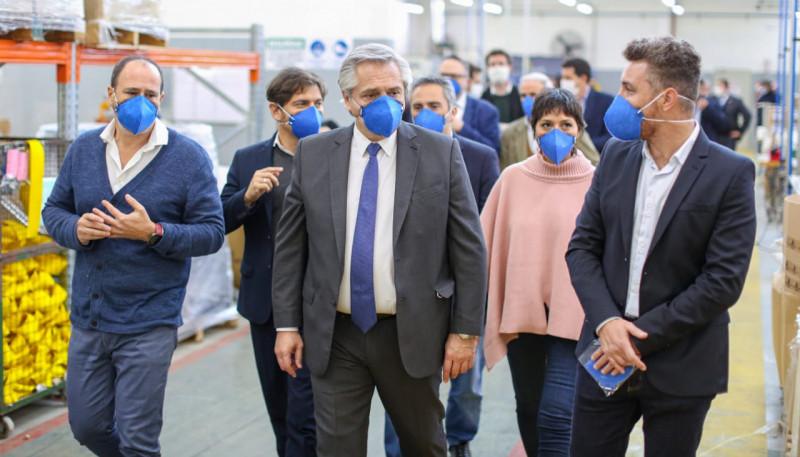 El Presidente visitó la única empresa que produce barbijos N95 para el personal de la salud