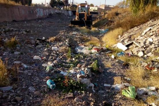 Retiran más de 200 metros cúbicos de basura
