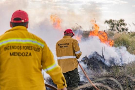 Ambiente y Defensa Civil piden evitar encender fuego ante el pronóstico de Zonda