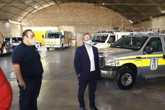 Entregan ayuda económica a los bomberos voluntarios de Maipú