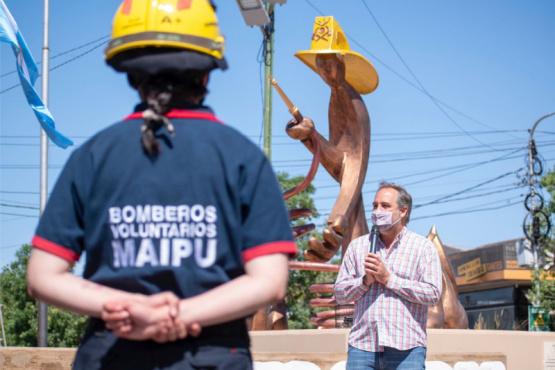 Maipú remodeló el Monumento al Bombero